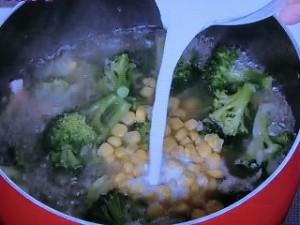 ブロッコリーとコーンのスープ