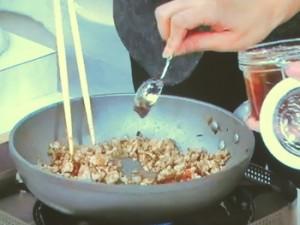 鶏そぼろのレタス包み~梅しょうゆダレ