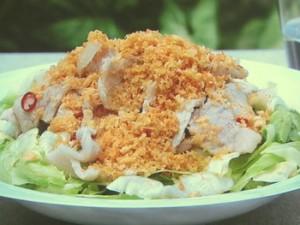甘酢豚サラダ カリカリパン粉がけ
