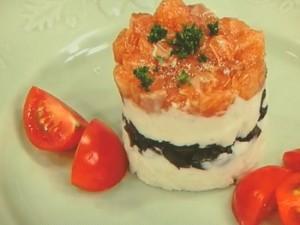 マッシュポテトとサーモンのセルクルサラダ
