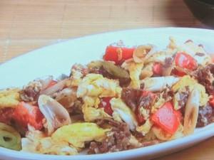 牛肉、トマト、卵の炒めもの