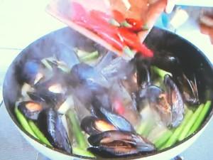 ムール貝とにんにくの芽 じゃがいものオイスター炒め