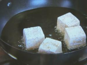 揚げ出し豆腐のエビニラあん