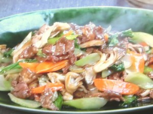 牛肉、舞茸、チンゲンサイの炒めもの