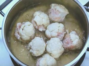 カリフラワーのひき肉包み煮