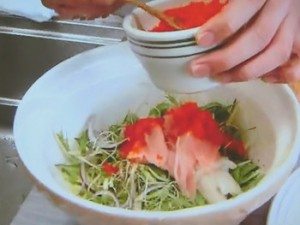 もこみち流 トロとイカ刺しの和風サラダ