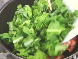 菜の花とベーコンの温かいサラダ