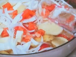 新じゃが、新玉ねぎ、トマトの重ね煮