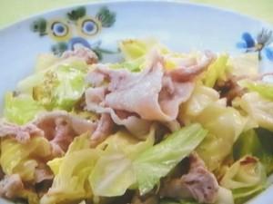 こま切れ肉と春キャベツの塩蒸し