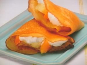 マンゴーとパイナップルのトロピカルクレープ