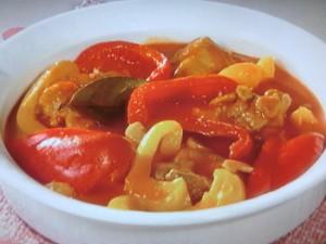 パプリカと鶏肉のスープ煮