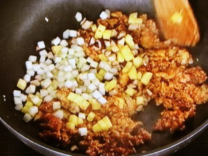 鶏挽肉のレタス包み