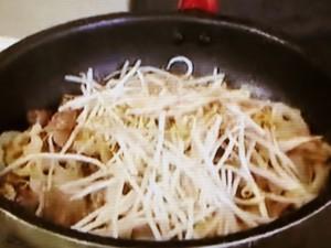 もこみち流 砂肝ともやしと根菜のピリ辛炒め