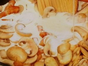 マッシュルームとベーコンのクリームパスタ