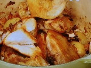 鶏肉、じゃが芋、きのこのブレゼ