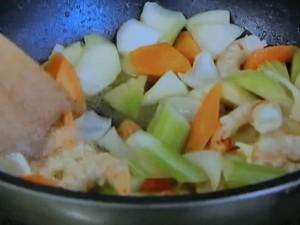 エビとサーモン ほうれん草のホワイトクリームスープ
