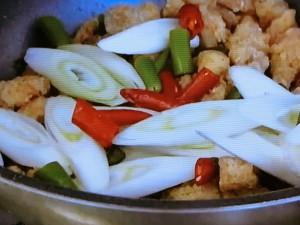 もこみち流 鶏肉と唐辛子のウーシャンフェン炒め