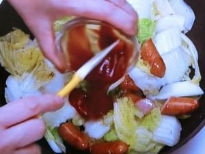 白菜とソーセージのケチャップ炒め