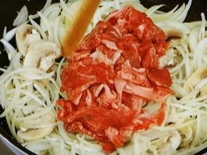 ビーフストロガノフ丼