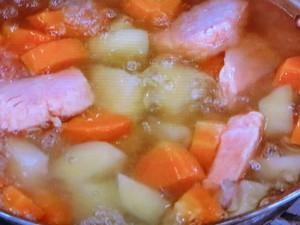 サーモンとディルの白みそ鍋