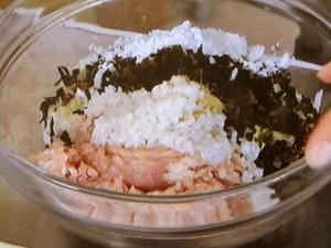 れんこん鶏だんごとチンゲン菜の塩こうじ鍋