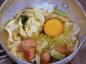 キャベツ、パセリ、ソーセージの味噌汁