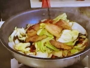 もこみち流 豚肉とキャベツのオイスター炒め丼