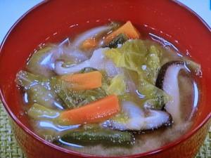 野菜たっぷり みそバタースープ