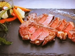 もこみち流 Tボーンステーキ 野菜のマリネ添え