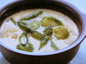 じゃがいもとアスパラガスのヨーグルトスープ