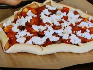 ナスとズッキーニのトマトソースピザ