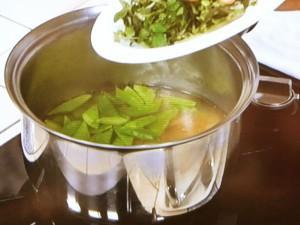 絹さやとクレソンの梅スープ