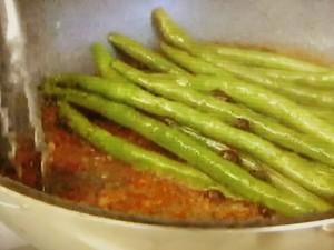 もこみち流 いんげんの豆板醤炒めとスズキの山椒揚げ