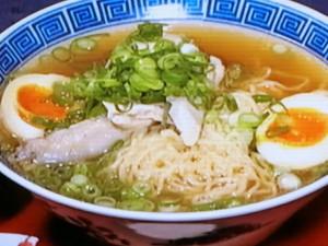 丸鶏スープのラーメン