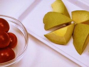 アボカドとミニトマトのみそ汁