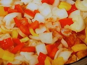 鶏肉とパプリカのカレー蒸し煮