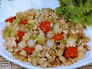 セロリと玉ねぎの鶏肉炒め