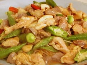砂肝とオクラの唐辛子炒め