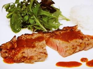 牛ステーキ カレー風味のソース