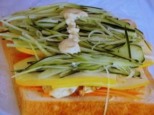 チキンと野菜のわんぱくサンド