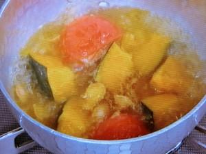かぼちゃとトマトの味噌汁