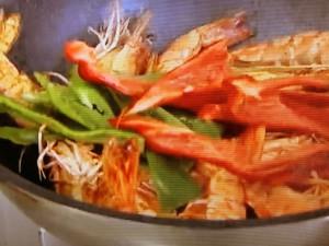 もこみち流 丸ごとエビと卵のタイ風カレー炒め
