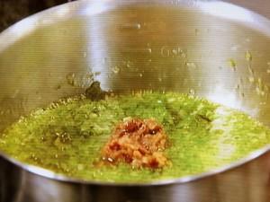 牛ロース肉の網焼き しその実・アンチョビ・オイスターソース