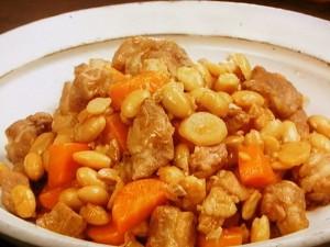 大豆と豚肉のしょうが煮