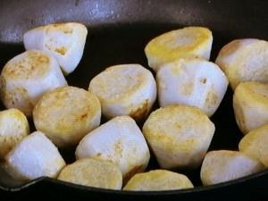 里芋のカリカリ焼き パルミジャーノがけ