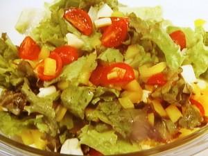 トマトとサニーレタスのオリーブオイルサラダ