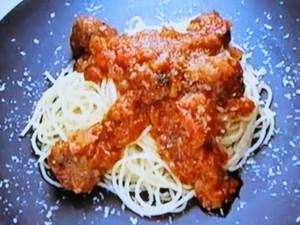 もこみち流 チーズ入りミートボールのトマトソース煮込みパスタ