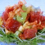 まぐろ、アボカド、キムチのサラダ