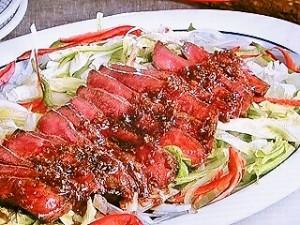牛肉ステーキサラダ