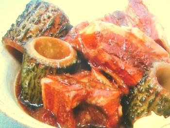 豚とゴーヤーの黒糖角煮